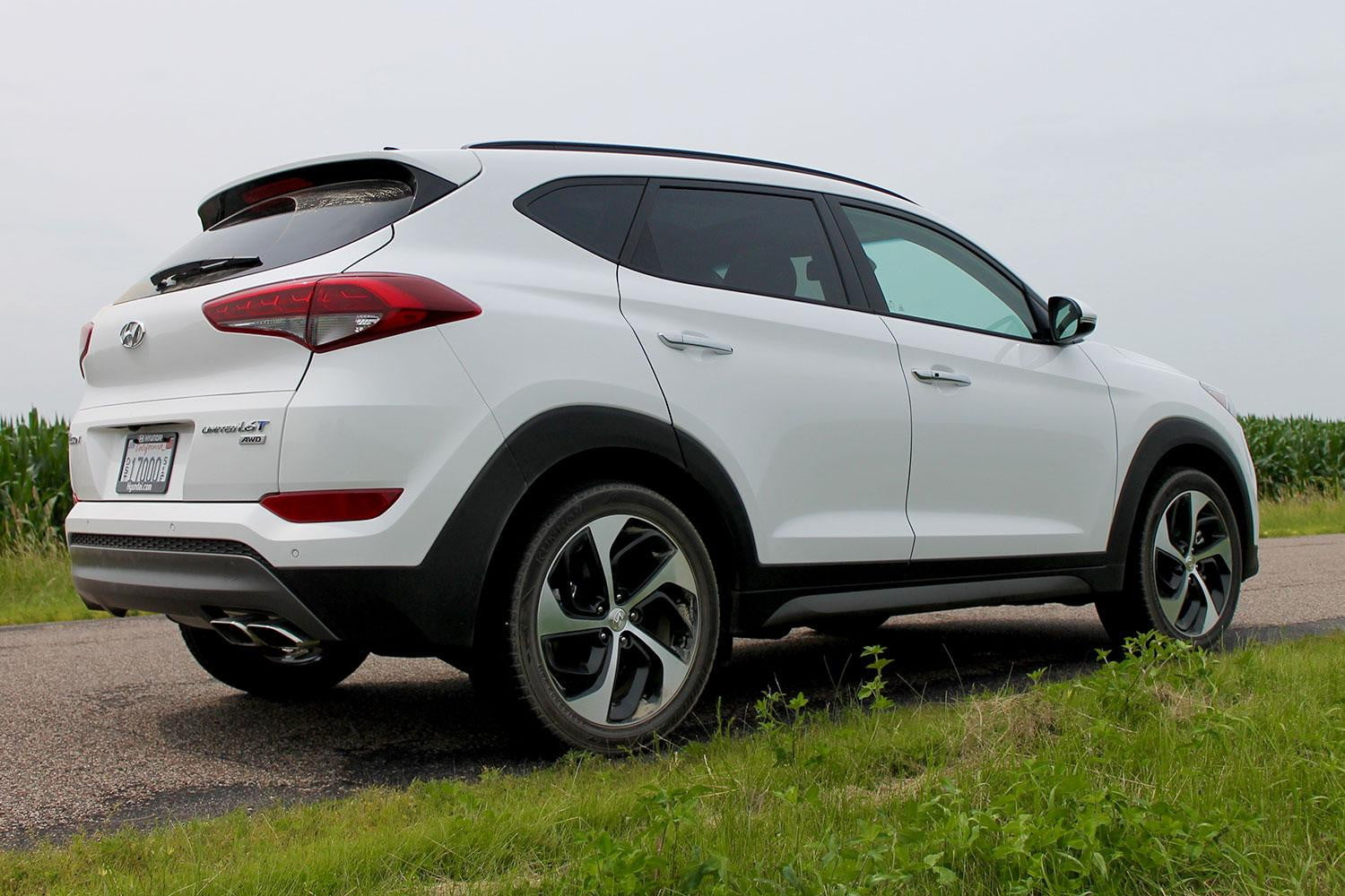 2016 hyundai tucson crossover review digital trends. Black Bedroom Furniture Sets. Home Design Ideas
