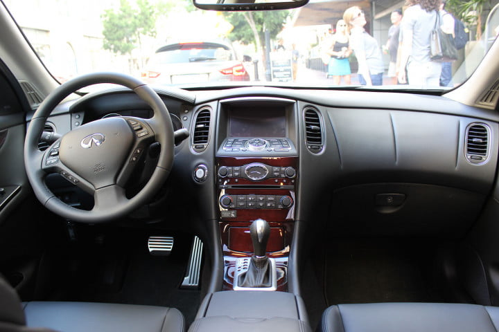 infiniti qx first drive front interior