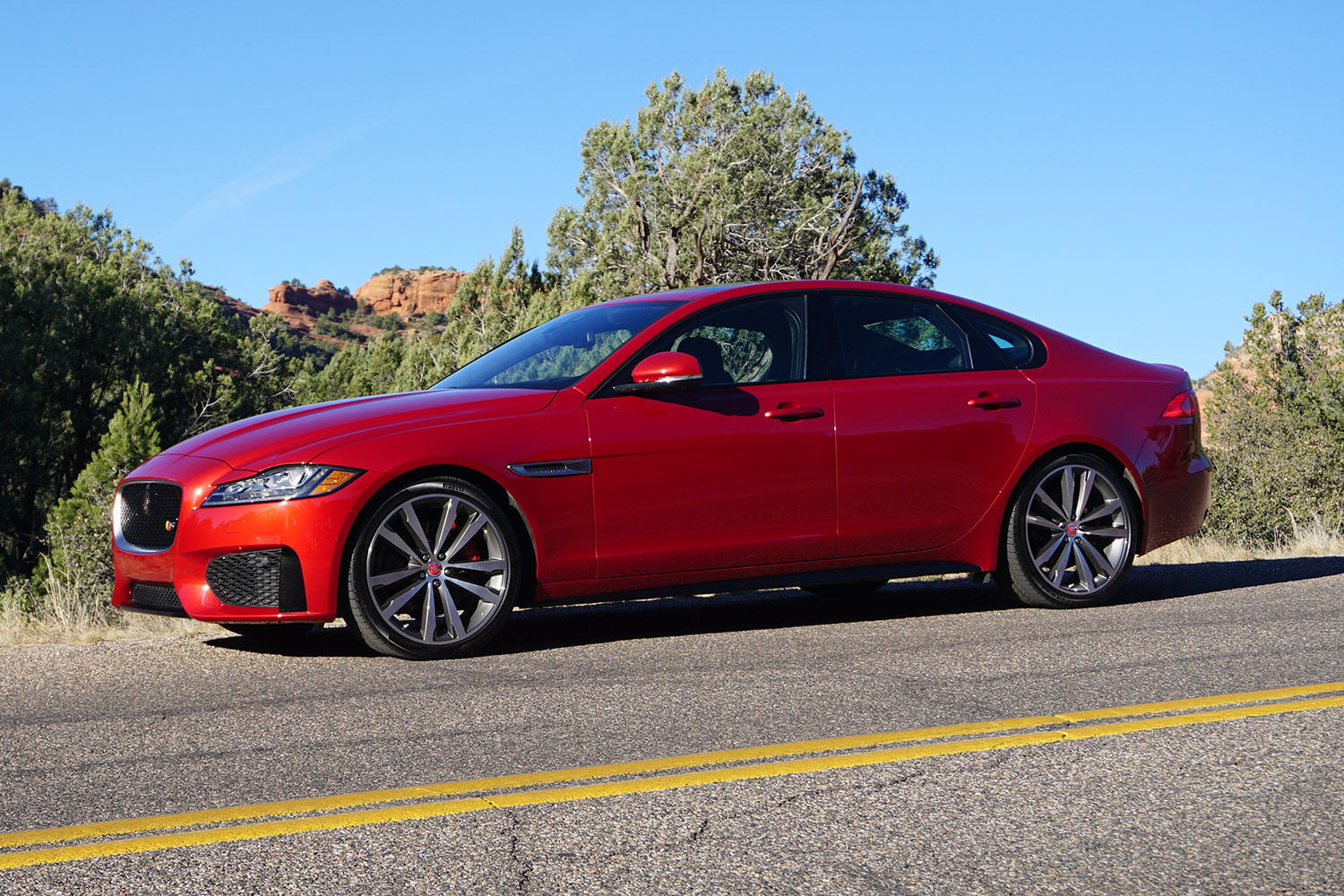 2016 jaguar xf first drive impressions digital trends. Black Bedroom Furniture Sets. Home Design Ideas