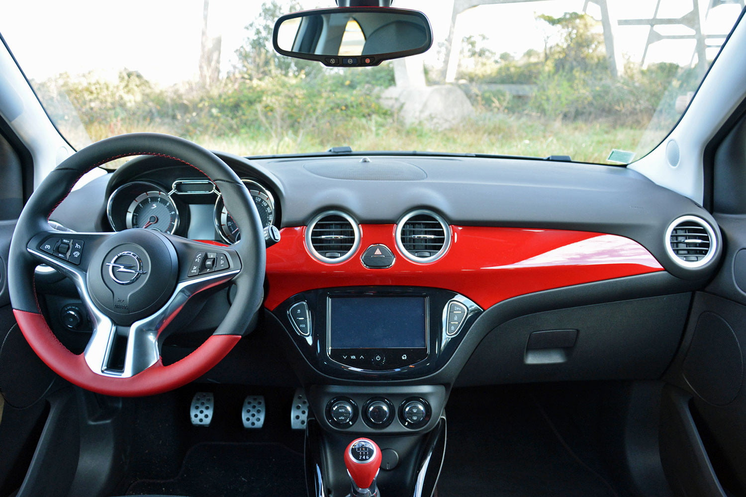 2016 opel adam s review pictures specs digital trends for Opel adam s interieur