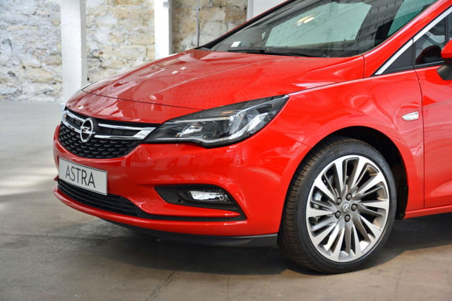2016 Opel Astra front section