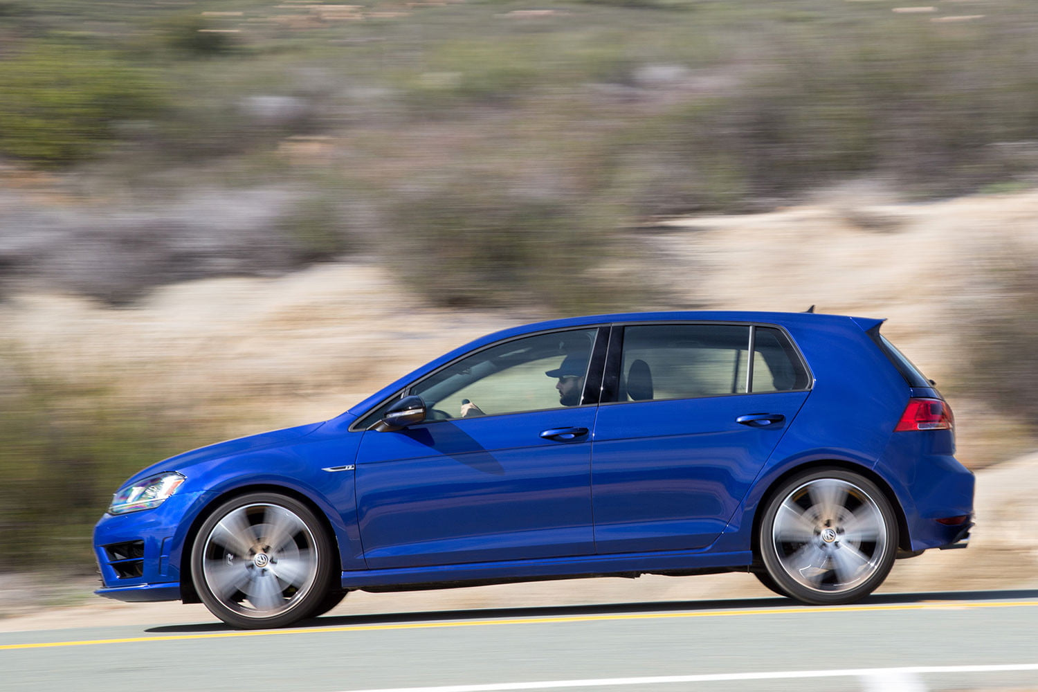 2016 volkswagen golf r first drive digital trends. Black Bedroom Furniture Sets. Home Design Ideas