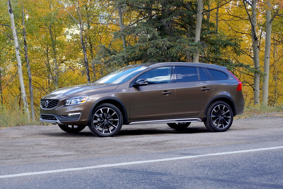 2017 volvo v60 cross country blue 200 interior and exterior images. Black Bedroom Furniture Sets. Home Design Ideas