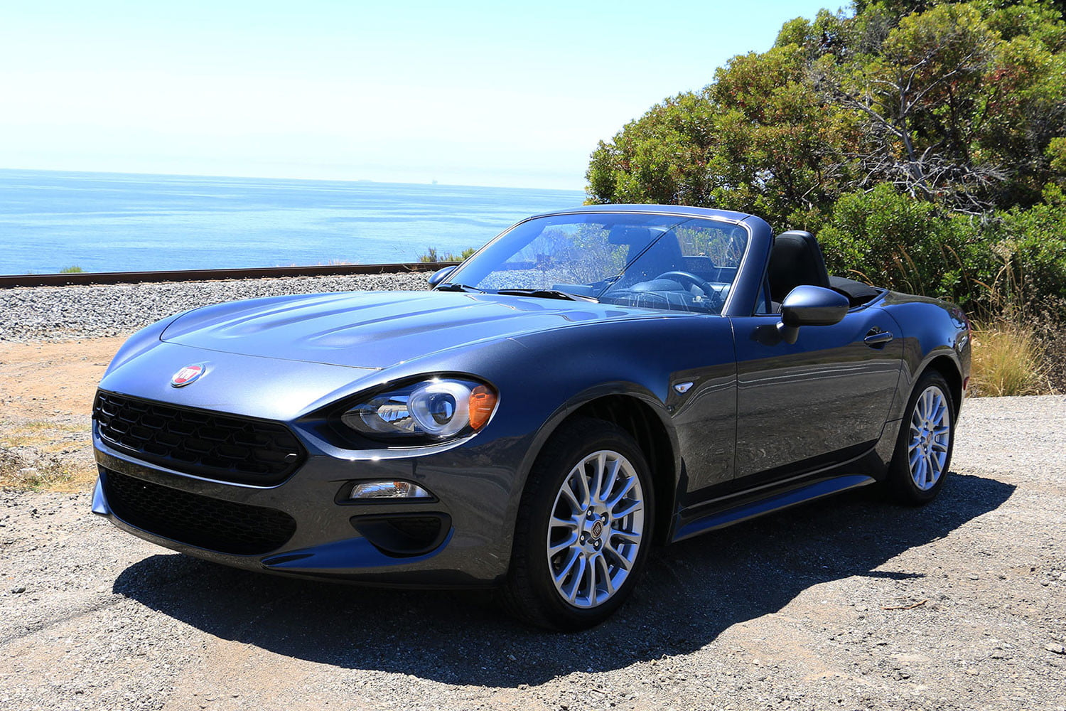 2017 fiat 124 spider review digital trends. Black Bedroom Furniture Sets. Home Design Ideas