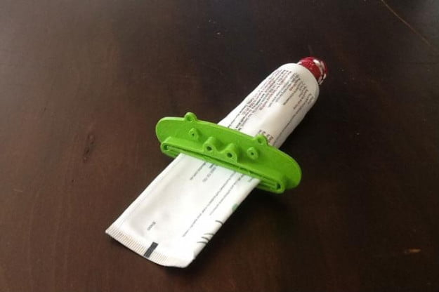 3d-printed-toothpaste-pusher-makeplace