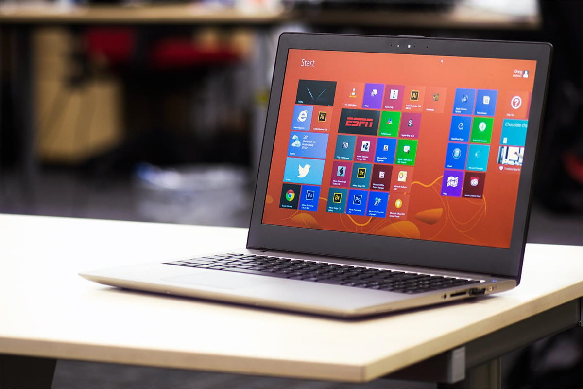 microsoft slashes windows  licenses combat chromebooks laptop