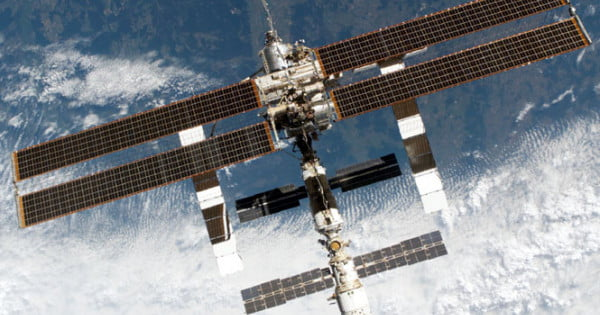 iss 315 How to track satellites iss (zarya) 1 25544u 98067a 1810861138356 -01047118 00000-0 -17453-1 0 9996 2 25544 516379 3157043 0003095 3500850 1157619 1554002313109255 launch: 1998 (67° from year, payload a) period: 927 min.