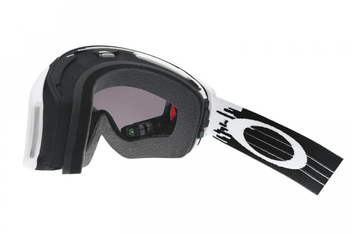oakleys new hud goggle looks good for bombing tanks is mountains  airwave inside angled