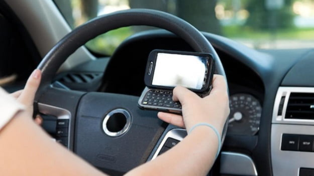 NHTSA drafts guidelines to minimize distracted driving, but carmakers don't have to follow them