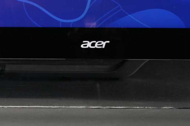 Acer-Aspire-7600U-AIO-all-in-one-review-front-logo