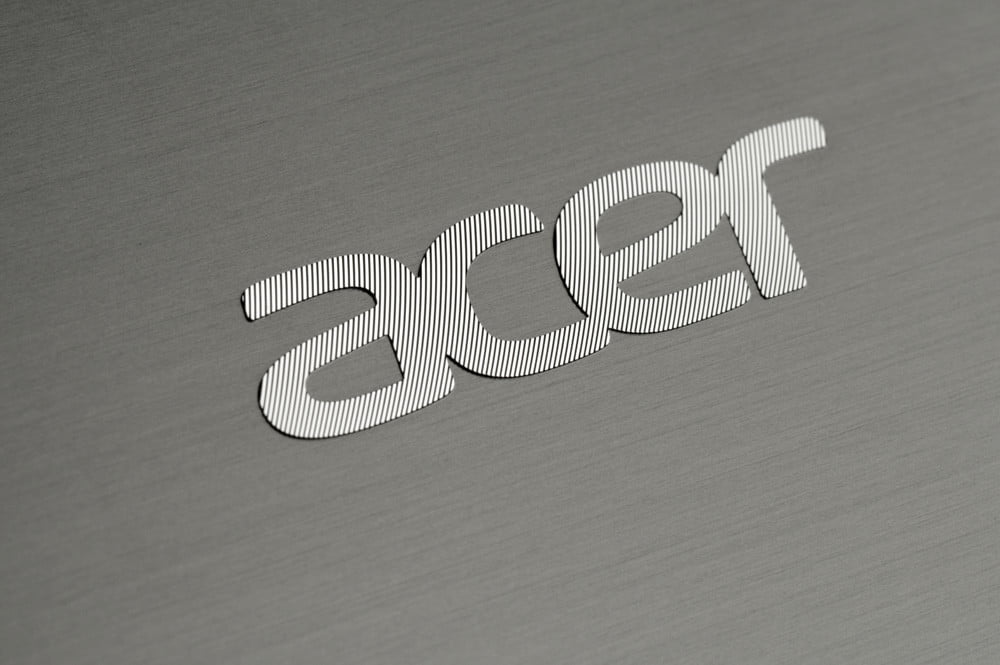 Acer Aspire M5 Touch Review lid logo
