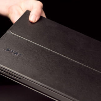 Acer Aspire P3 review lifting case