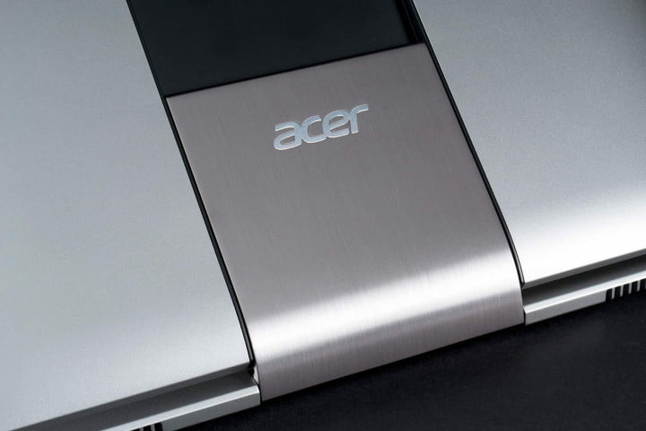 acer aspire r  review hinge logo cu