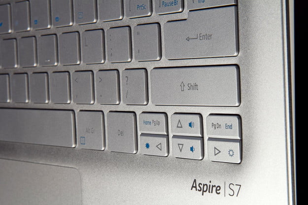 Acer Aspire S7 392 6411 keyboard angle