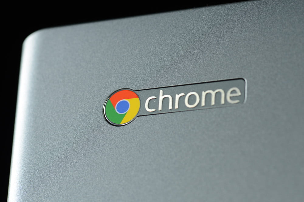 Acer C7 Chromebook Review lid chrome logo macro