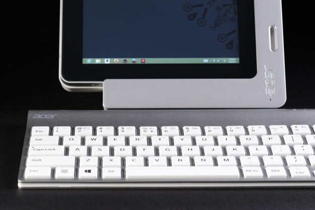 Acer Iconia W700 review dock keyboard