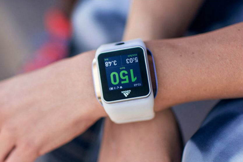 tubería Maletín Dormido  Adidas' Fit Smart Gets Smarter with a Train and Run Update | Digital Trends