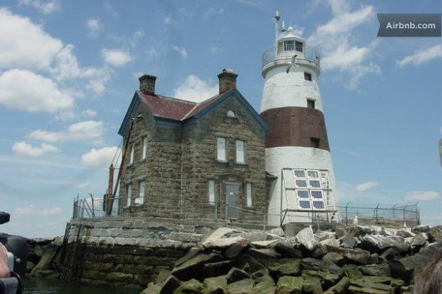airbnb-execution-rocks-lighthouse-new-york-1