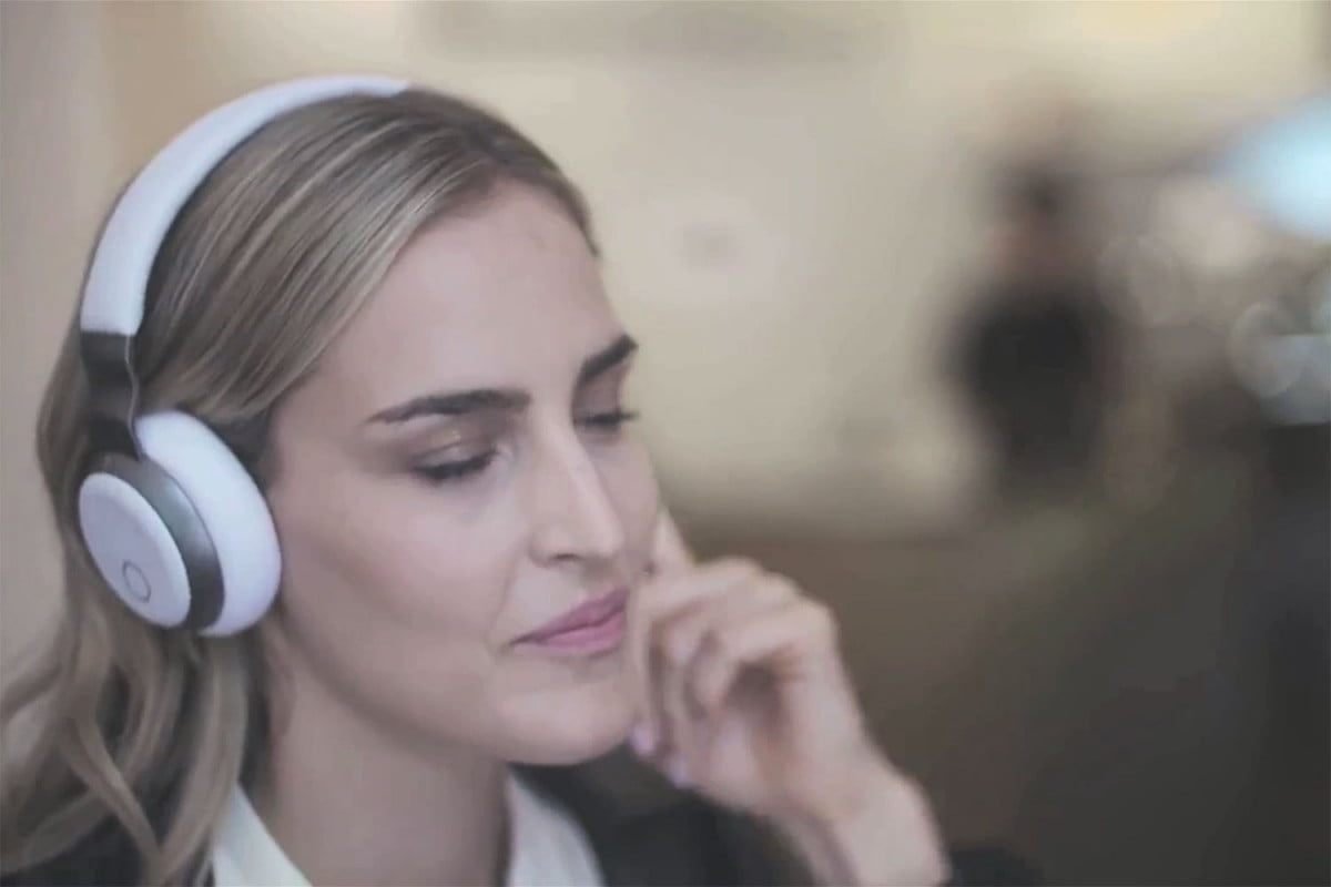 aivvy smart headphones and music streaming service headphone in use