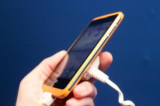 Alcatel OneTouch Fire Firefox OS side angle