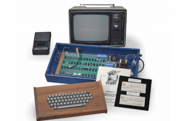 working apple  sold by steve jobs fetches only at auction dec