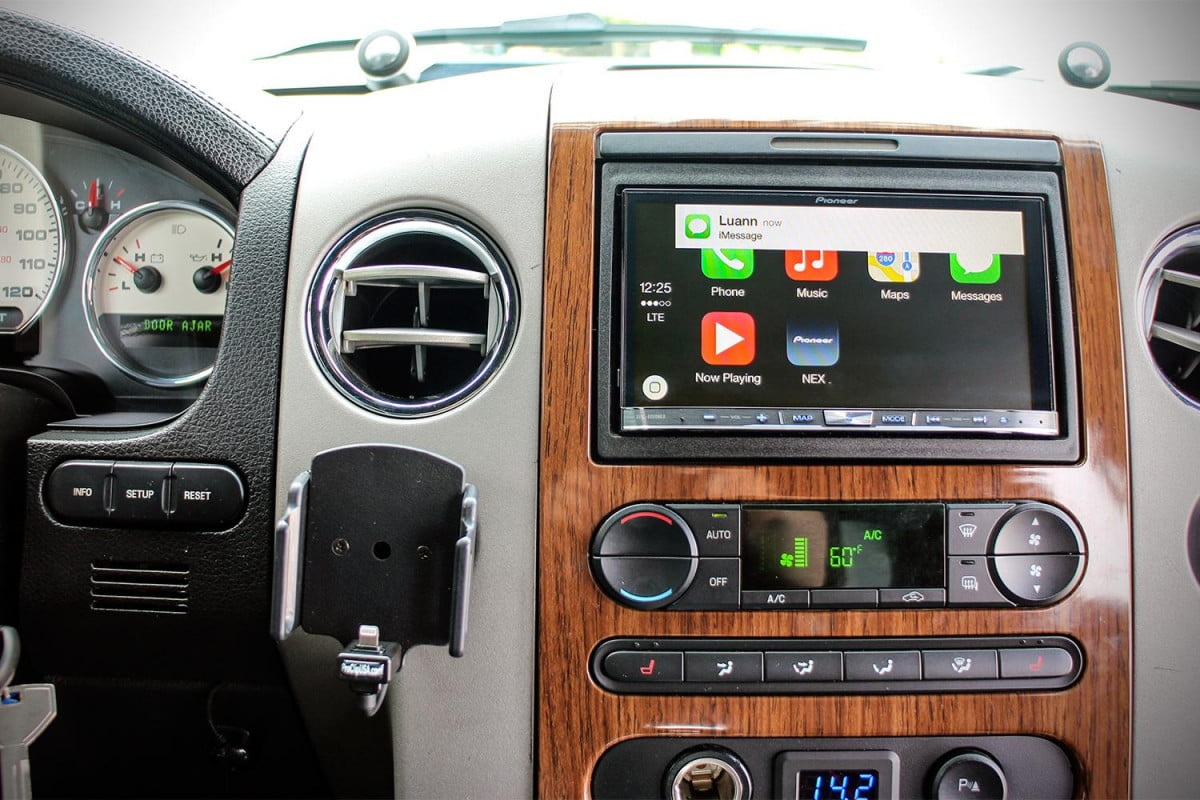apple carplay hands on