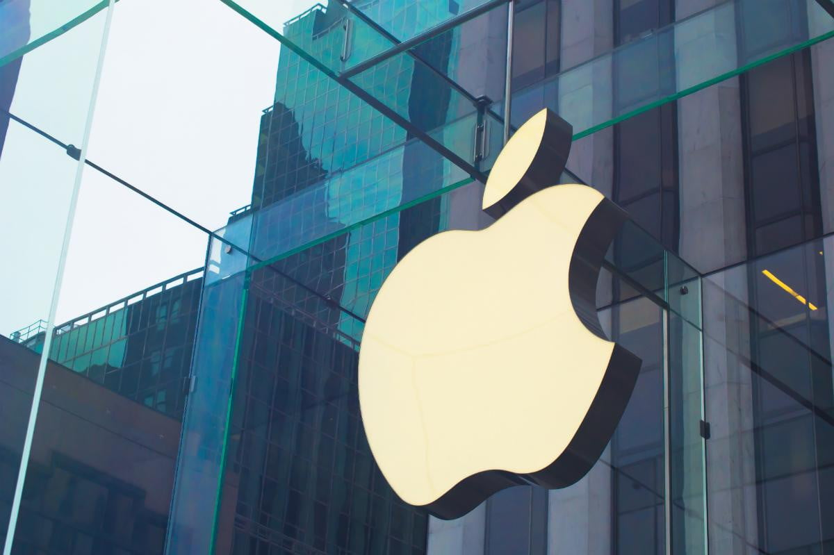 apple leads smartphone oems may company logo
