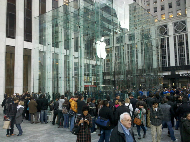 apple-ipad-2-launch-new-york-city-5th-avenue-4