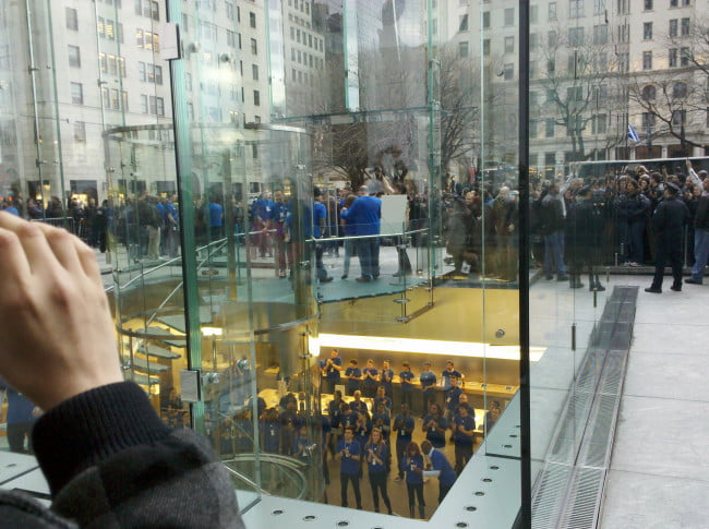 apple-ipad-2-launch-new-york-city-5th-avenue-5