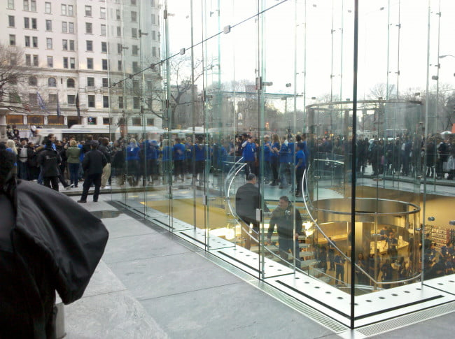 apple-ipad-2-launch-new-york-city-5th-avenue-6