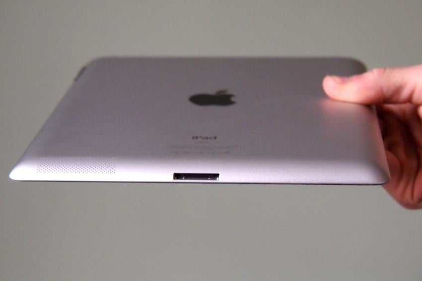 apple-ipad-2012-review-back-bottom