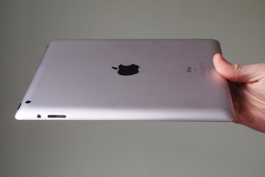 apple-ipad-2012-review-back-right-side