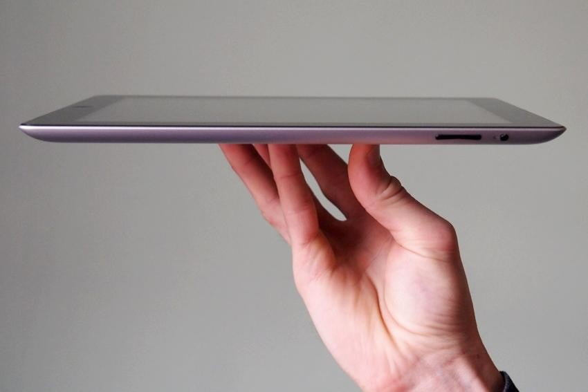 apple-ipad-2012-review-right-side
