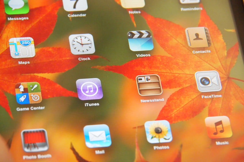 Apple iPad Mini review screen closeup iOS tablet