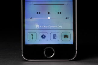 apple iphone 5s screen front ios 7 airdrop