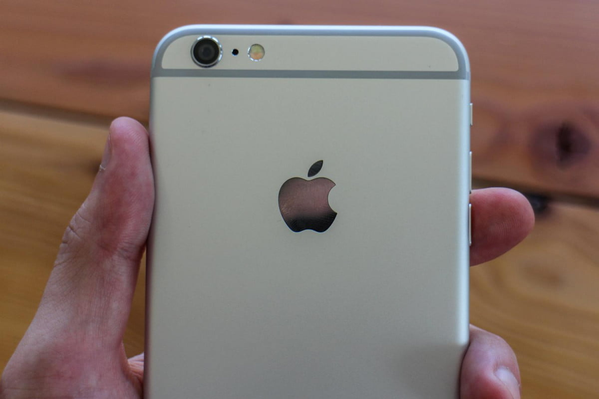 apple sells record  million iphone units opening weekend plus review rear camera macro v
