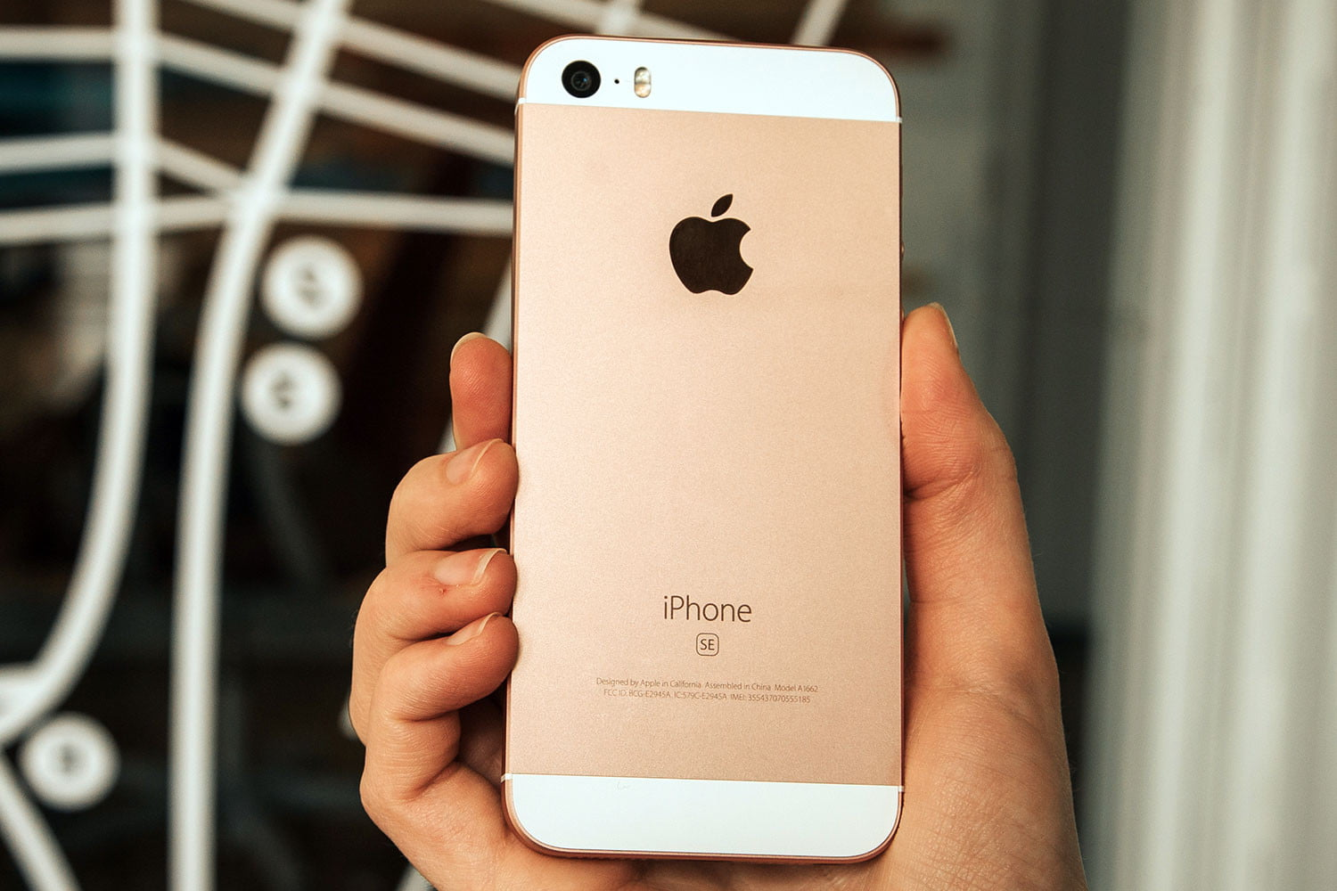 apple iphone se review digital trends. Black Bedroom Furniture Sets. Home Design Ideas