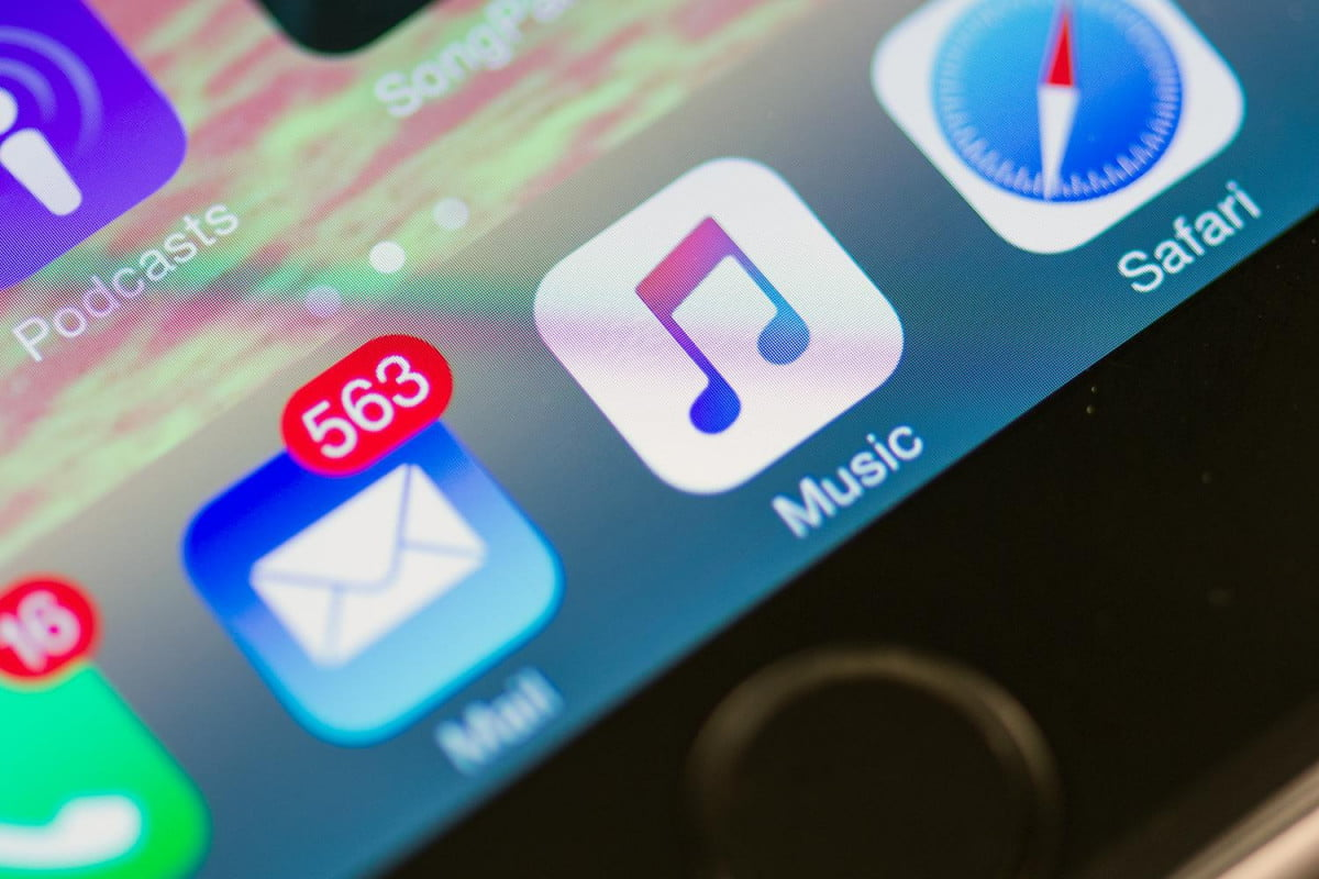 apple turns video producer to get you switch its music service