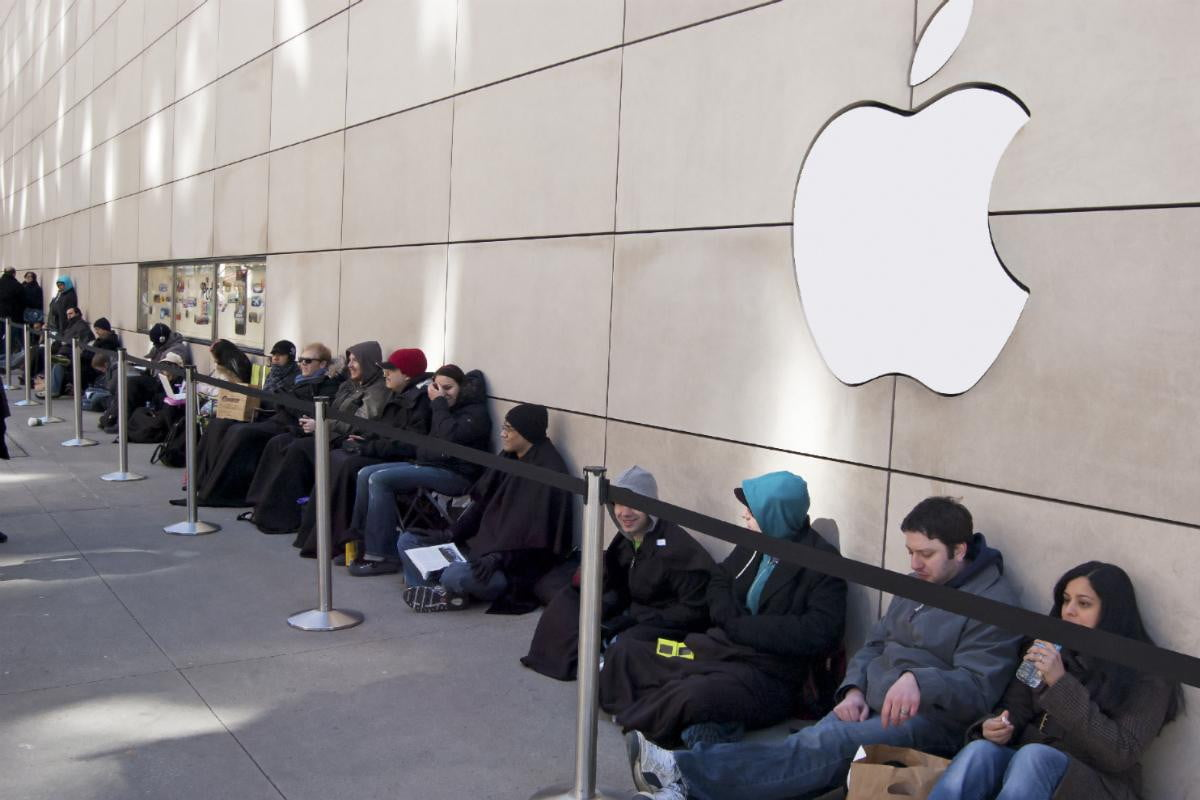 Apple store iPhone upgrade line