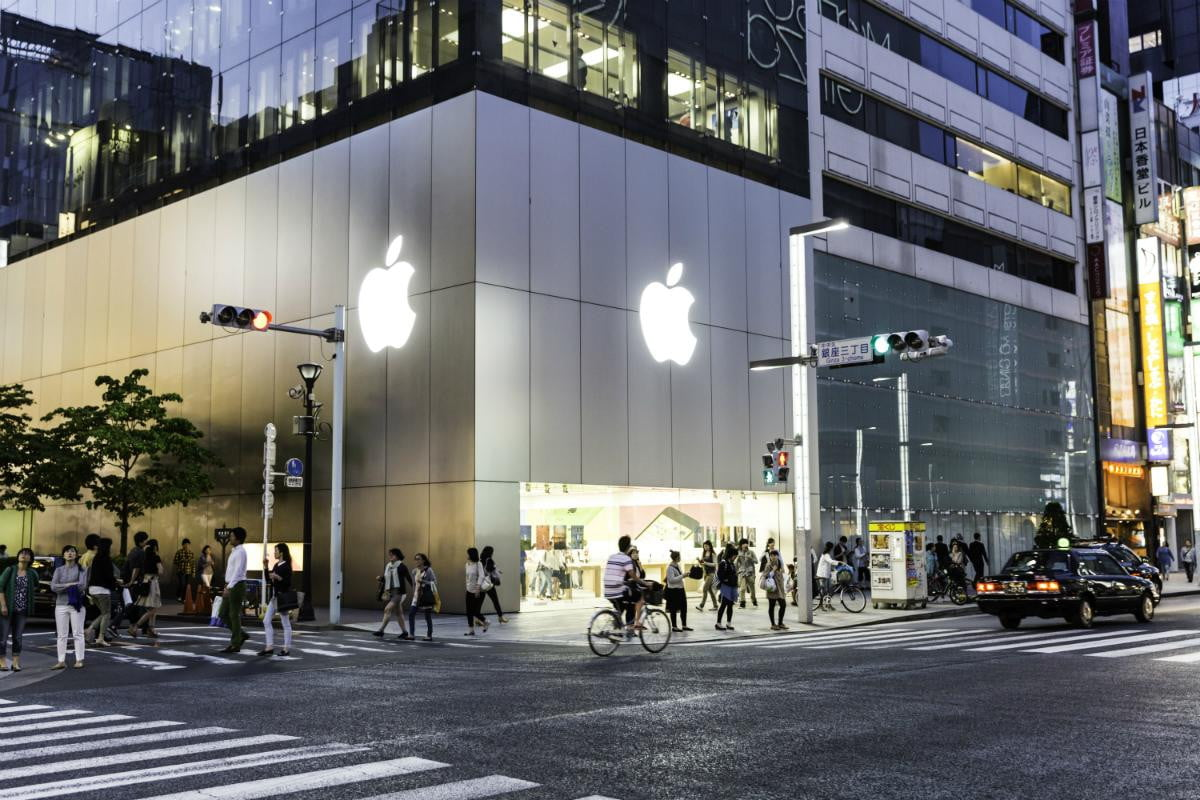 apple lucky bag promotion hitting retail stores japan jan  store