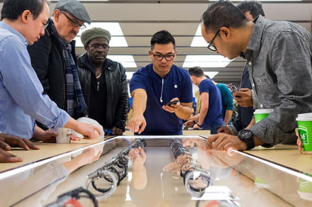 Apple store watch customers