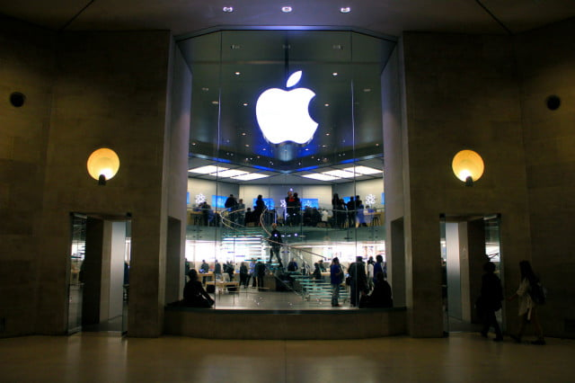 more rallies against the fbi planned outside apple stores this week store carrousel du louvre