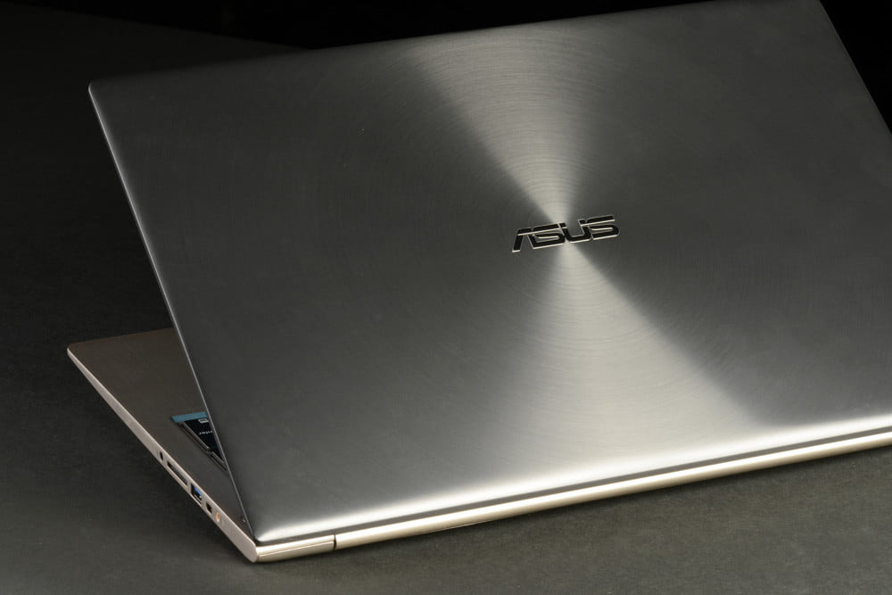 ASUS Zenbook UX51Vz Review lid angle windows 8 laptop