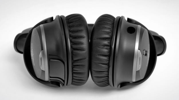Audio Technica ATH ANC9 Review bottom earpads over the ear headphones