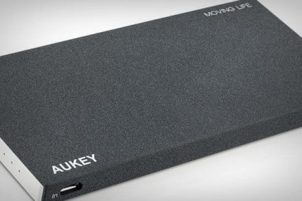 aukey_portable_battery_feat