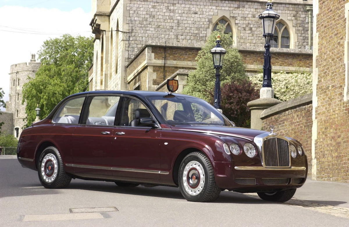 buckingham palace is seeking a chauffeur for queen elizabeth bentley state limousine