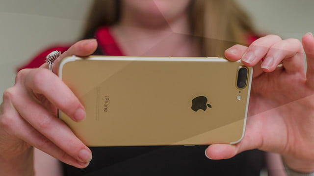smartphone sales fall  apple iphone plus