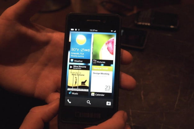BlackBerry 10 hands on open apps