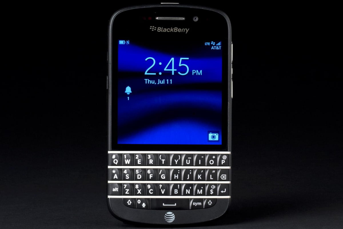 blackberry q  sales dismal review front lock screen