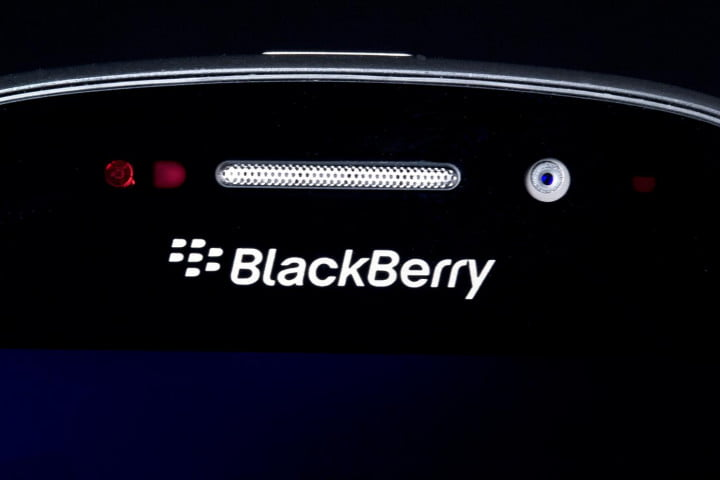 blackberry q  review top front
